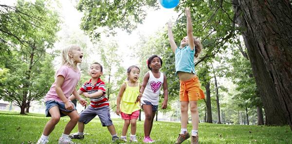 Djeca čuvaju vid boravkom na otvorenom